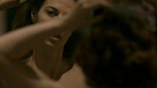 Ella Scott Lynch  nackt