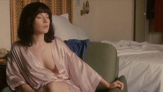 Alice Barnole  nackt