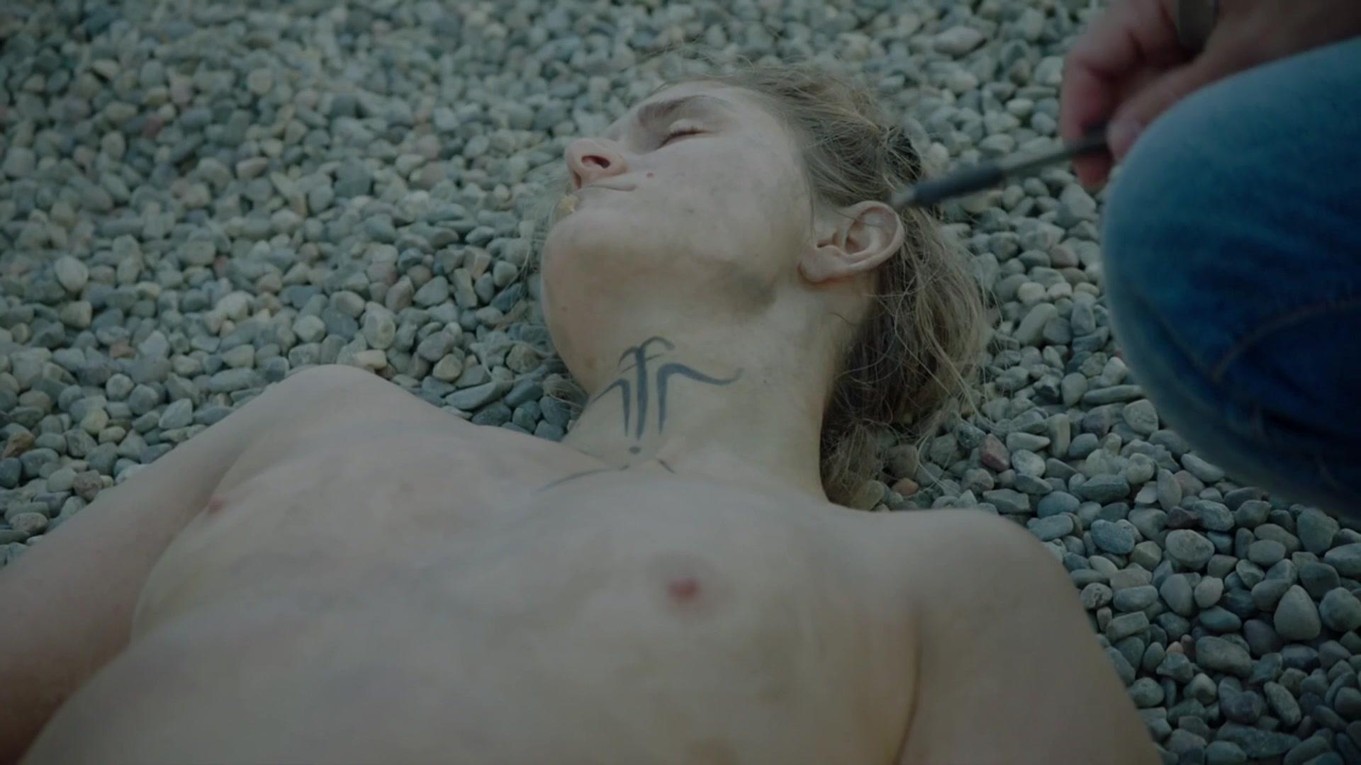 Nackt Krista Kosonen  Mackenzie Davis